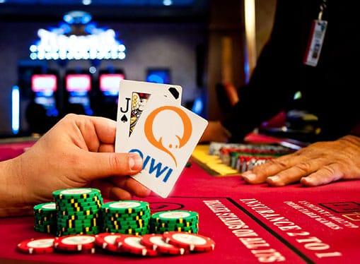 Список интернет казино с быстрым выводом на Киви уже подготовлен для игроков.Осталось выбрать заведение, пройти регистрацию, выиграть, и вывести деньги на свой Qiwi кошелек.
